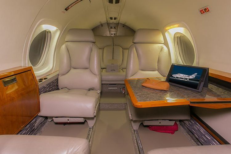 Falcon 10 Private Jet