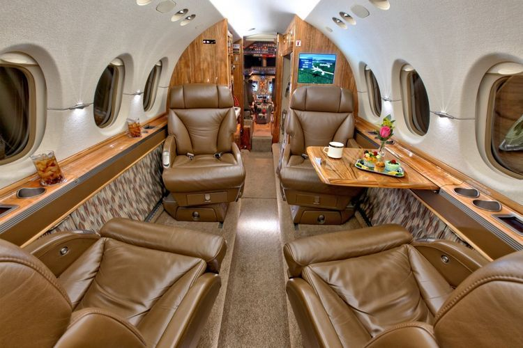 Hawker 4000 Private Jet